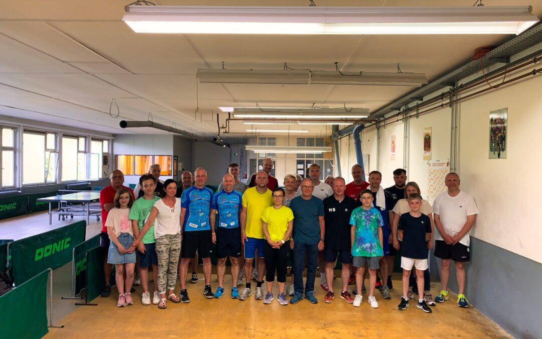 Tischtennis-Turnier spielt 400 EUR für B4b ein